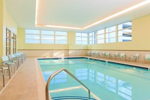 Spring Hill Suites Pool Photo.jpg