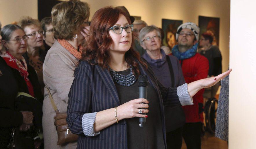 Minnesota woman's art featured at Marine Art Museum