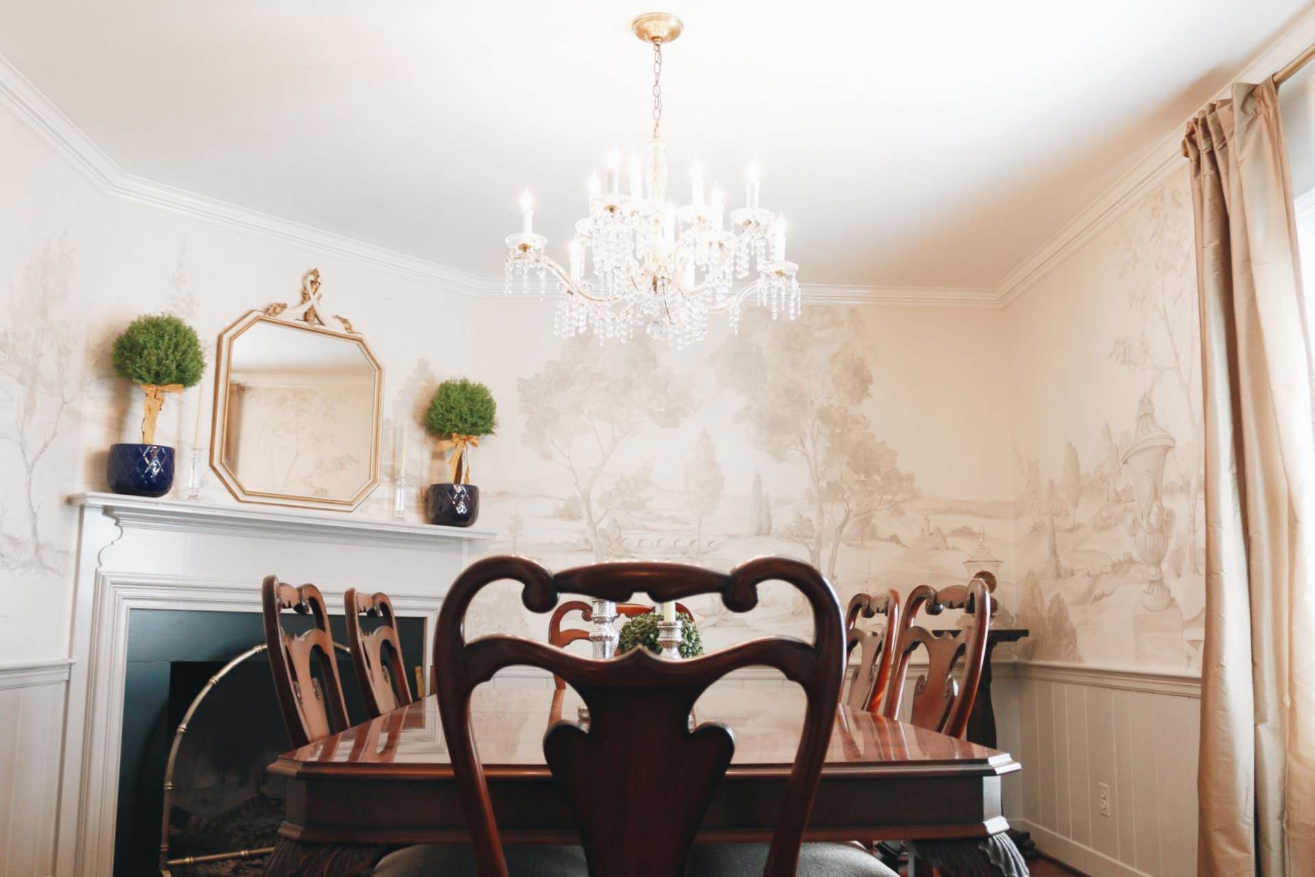 Lauren_Tilley_Interiors_design_dining_chandelier_southern_modern.jpeg