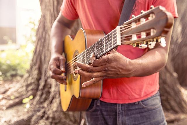 guitar-869217_640.jpg