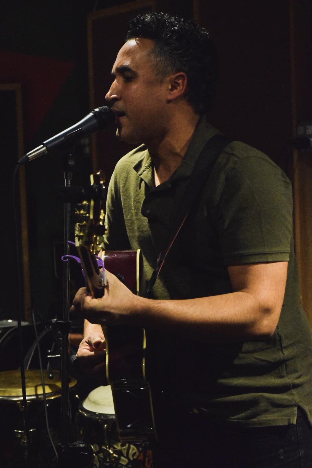 William Matías, guitarrista, cantante, autor, y arreglista/ Foto:  Anthony Reyes.