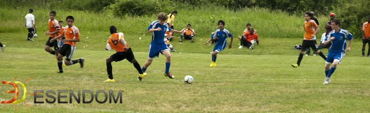 Foto: Kevin Collado y su equipo jugando futbol./Fuente: Emmanuel Espinal.