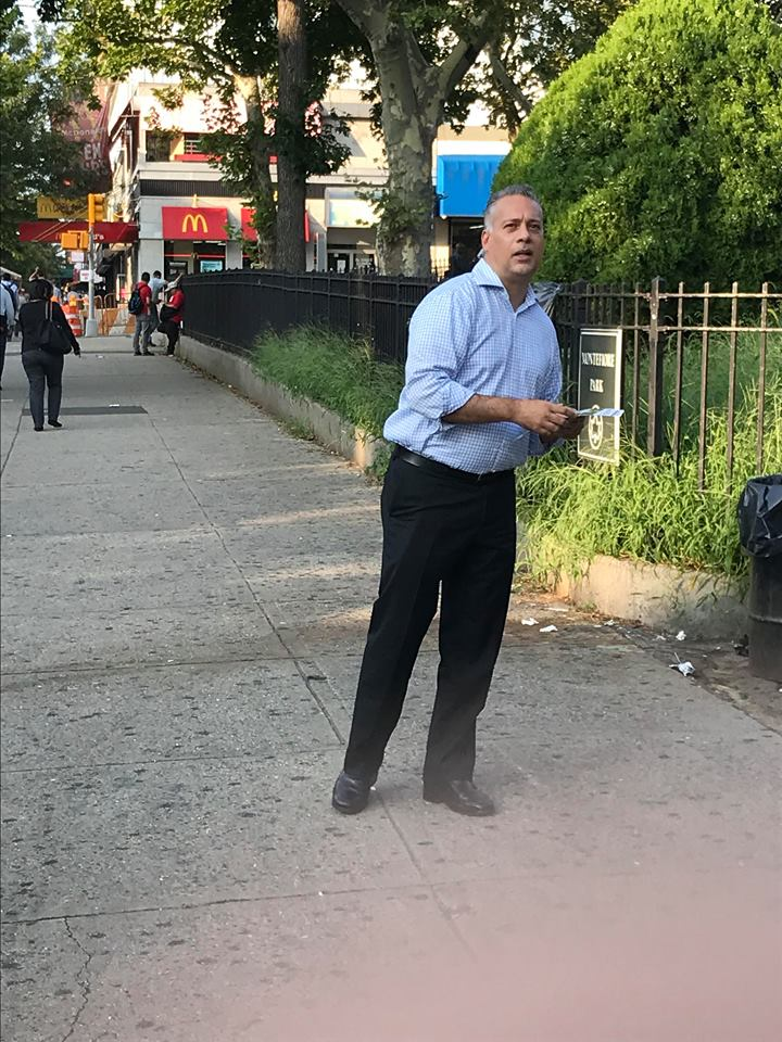 Deputy Manhattan Borough President Aldrin Bonilla campaigning for Marisol Alcántara / Photo: ESENDOM.
