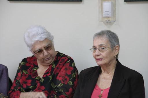 Josefina Padilla Deschamps viuda Sánchez resume la historia de una mujer dominicana que honra a sus ancestros, que cría a sus hijos, entierra a sus muertos, sobrelleva su viudez y la lucha política y da a la sociedad su don de catedrática y de luchadora por las libertades civiles.