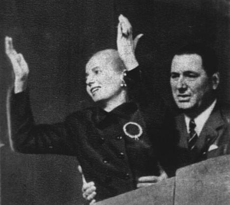 Eva Duarte de Perón y Juan Domingo Perón, 22 de agosto 1951. Plaza de Mayo. Renunciamiento a la Vicepresidencia.