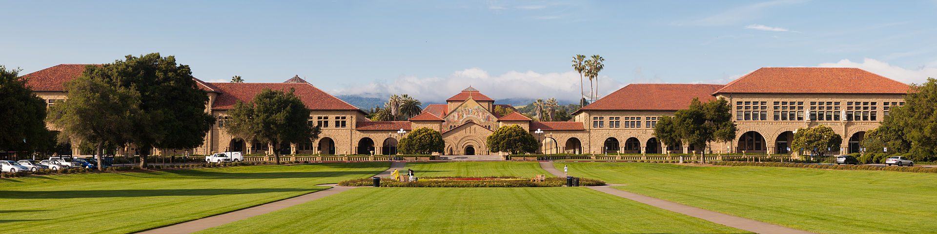 1920px-Stanford_Oval_May_2011_panorama.jpg