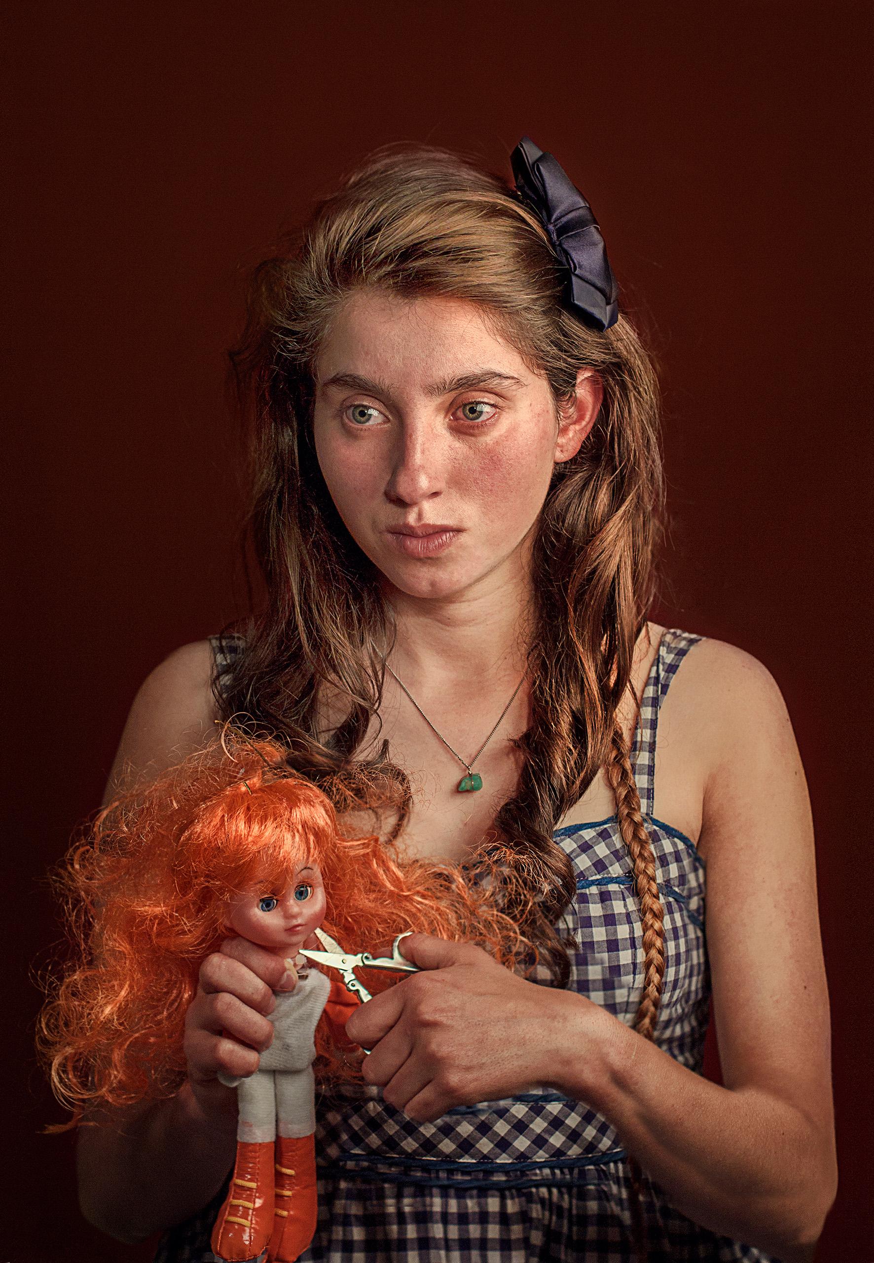 La muñeca y sus tijeras.jpg