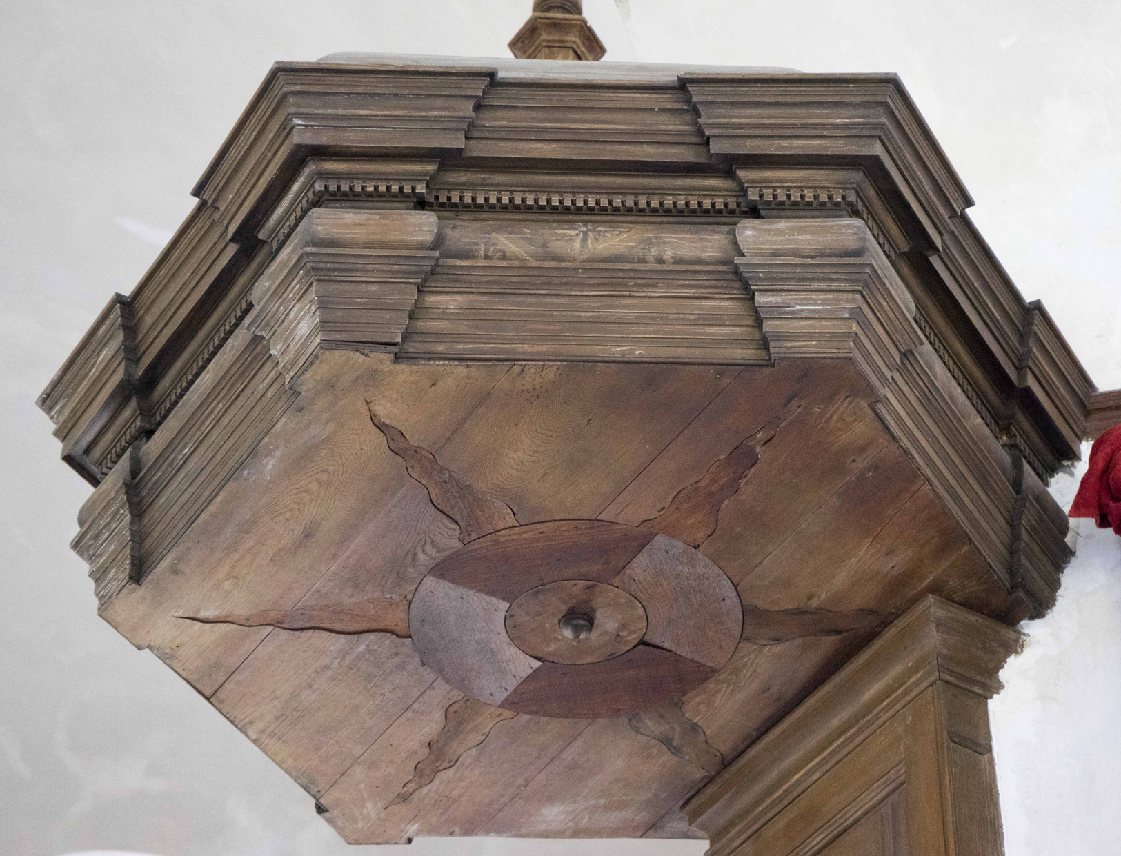 The Christ Church sounding board in Lancaster County, Virginia dates to c. 1735. Note that there is no face in the center of the starburst.