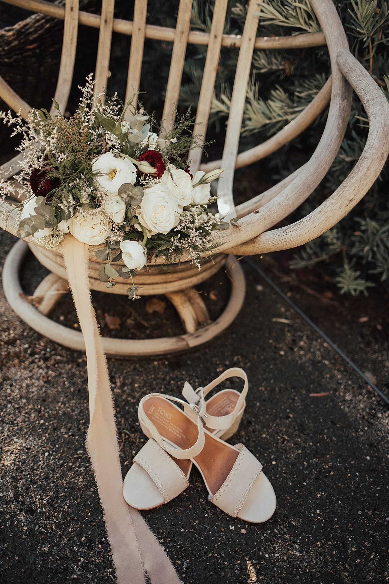 rustic wedding details and bouquet