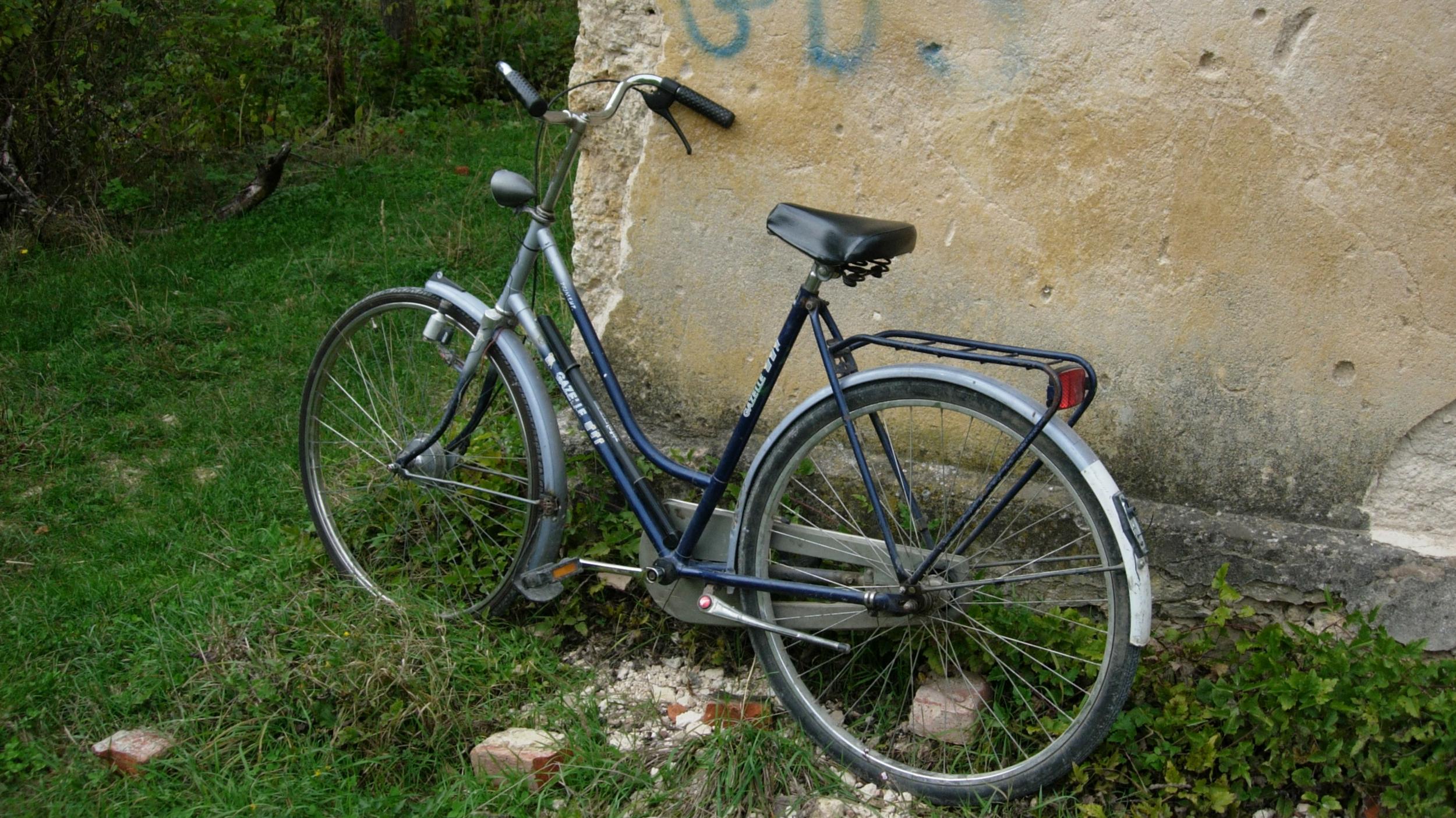 By the old gendarmerie station between Klisa and Kulen Vakuf, Bosnia-Herzegovina   Photo by Max Bergholz