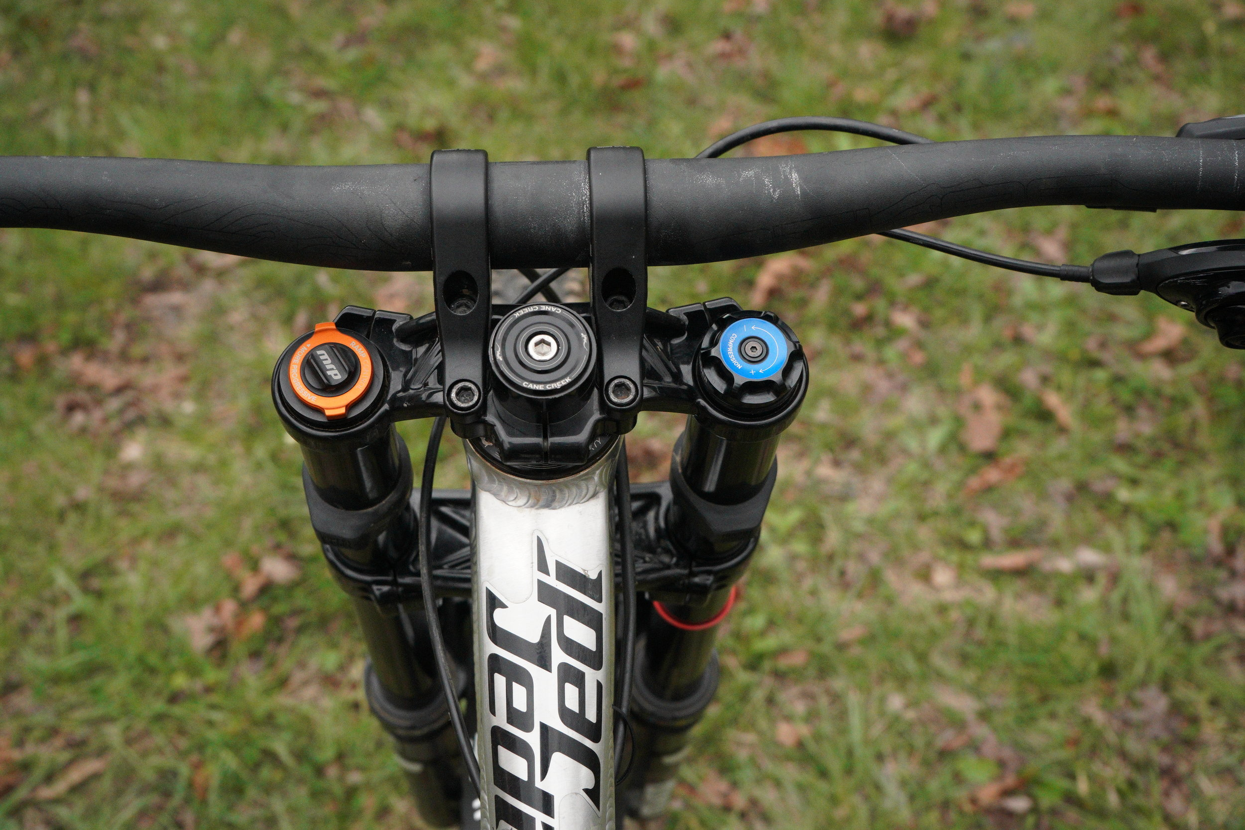 Up front Ethan has his Rockshox Boxxer World Cup. He has opted for the MRP Ramp Control Cartridge in the air side of the fork. With this, Ethan is able to change how progressive the fork is on the fly with no tools or plastic spacers needed.