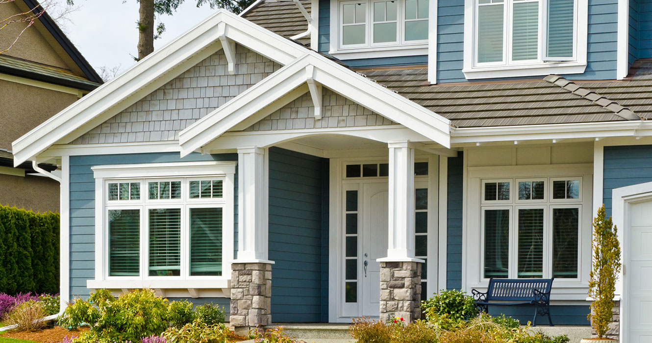 Vinyl Siding, Vinyl Shakes, insulated siding, seamless siding, minneapolis siding contractors , building and remodeling, exterior services, beautiful exterior, Licensed contractors