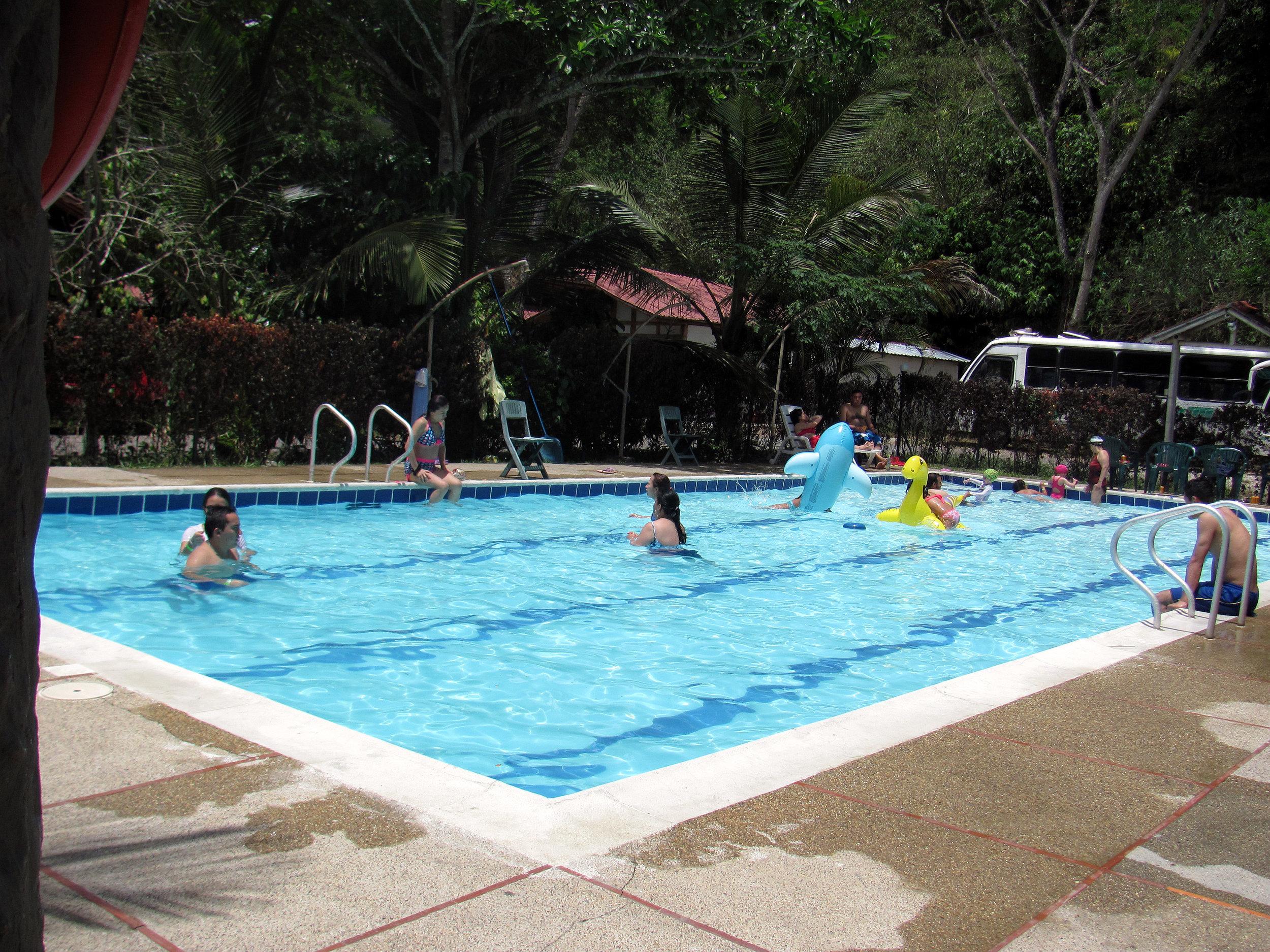 galeria_piscina1.jpg