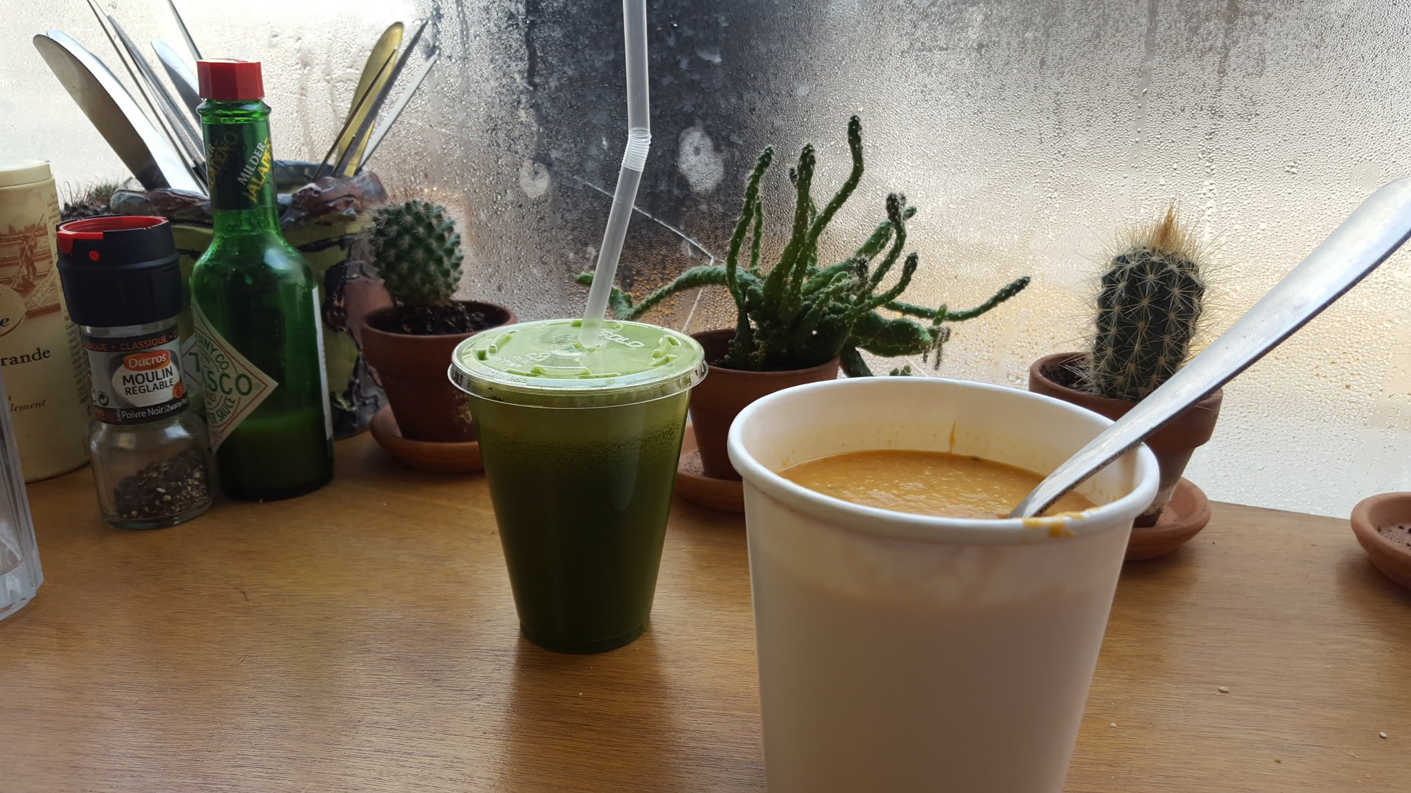Green juice & tomato cashew soup