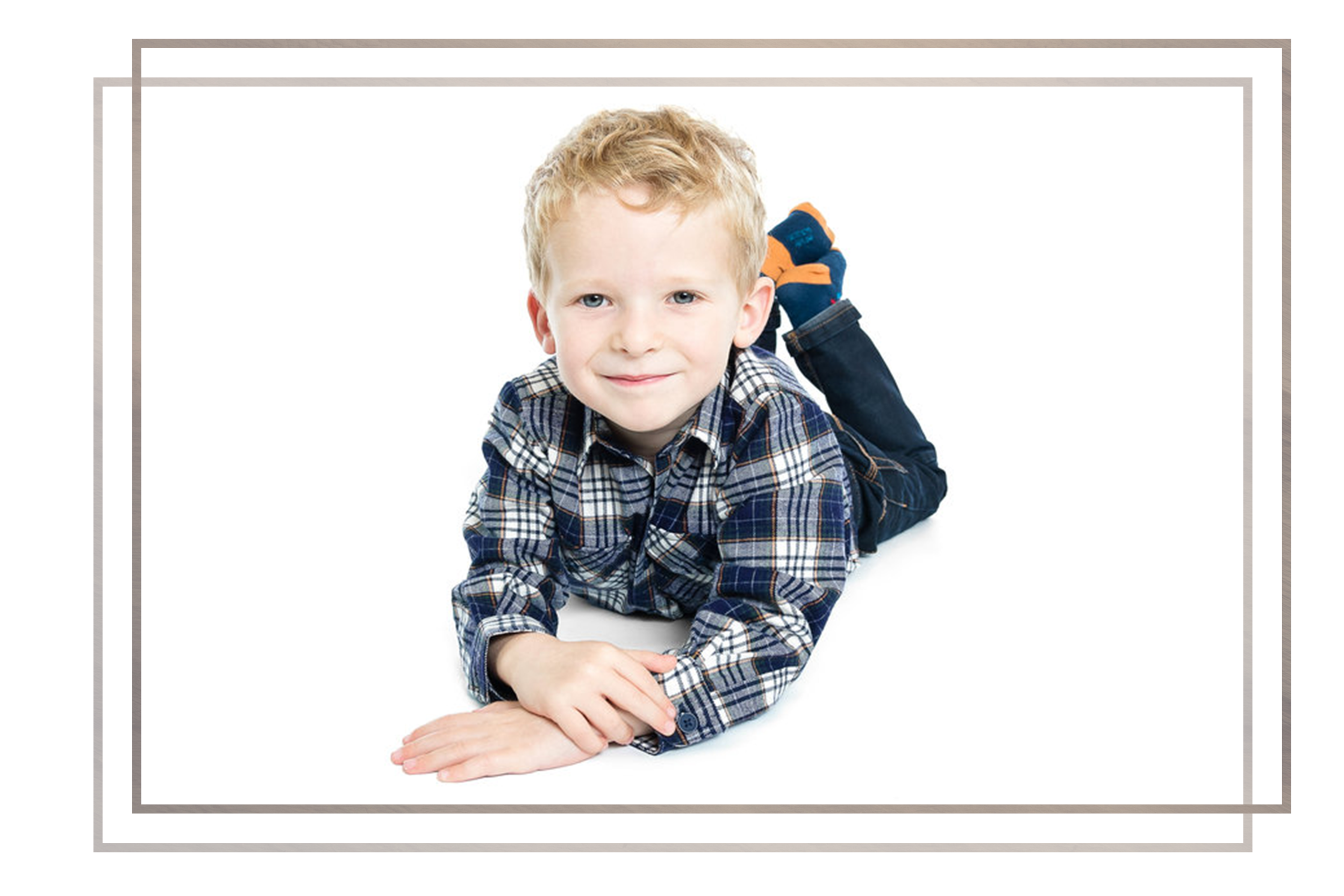 Studio sessions - All sessions are designed to be relaxed, fun and tailored to your family so don't forget your smiles. Together we can create traditional portraits and have some fun with children expressing themselves in their unique way.