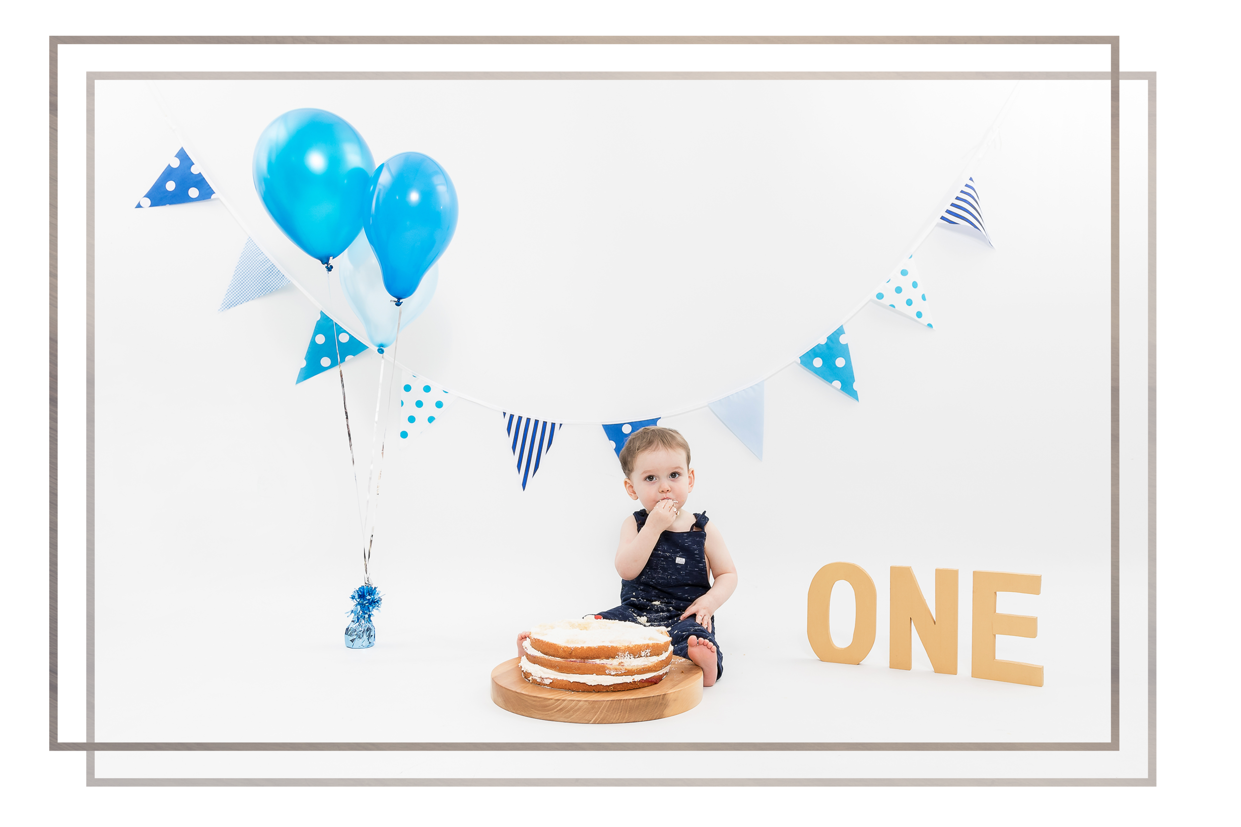 CAKESMASH sessions - To mark your little one's first birthday celebrate their milestone with some crazy cake smash fun! Sessions also include a short portrait session with siblings welcome.