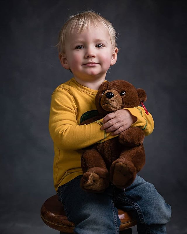 I admit it, I'm loving my handpainted background combo with this new lighting setup. It's just so perfect for children and family group portraits that it has now become a standard option at sessions.