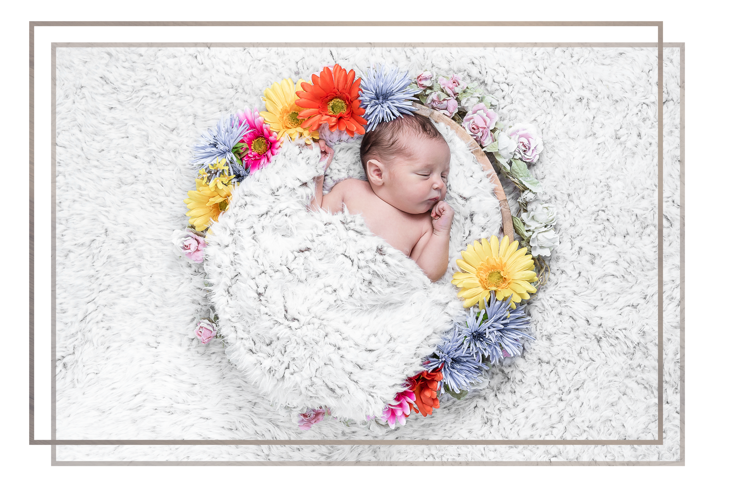 NEWBORN sessions - In a calm and relaxed studio we spend a few hours getting those precious early photos of your new arrival. Siblings are welcome and together we can create a large gallery of images with multiple props and materials.