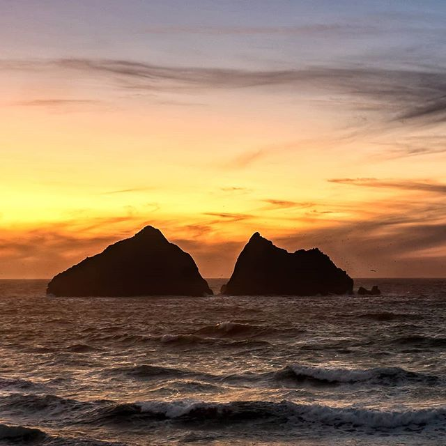 Worth The Climb 🤟🌅📷 Racing to the coast, fighting flooded bridges, battling winds, racing up huge sand dunes and avoiding a swarm of low flying seagulls! I will have to write a blog about how ridiculous it was to get this shot but I feel it was all worth it as I supped my coffee and watched the sun go down over Holywell Bay the other night.  An amazing end to a grey and overcast day in Cornwall.  #visitcornwall #swisbest #ukcoast #cornwallbeach #cornwallcoast #explorecornwall #walkingcornwall #cornishcoast #Cornwall #lovecornwall #mycornwall #cornwalllife #kernow #ilovecornwall #lovecornwall #love_cornwall #cornwallliving #cornwalllife #photographycornwall #cornwallphotography