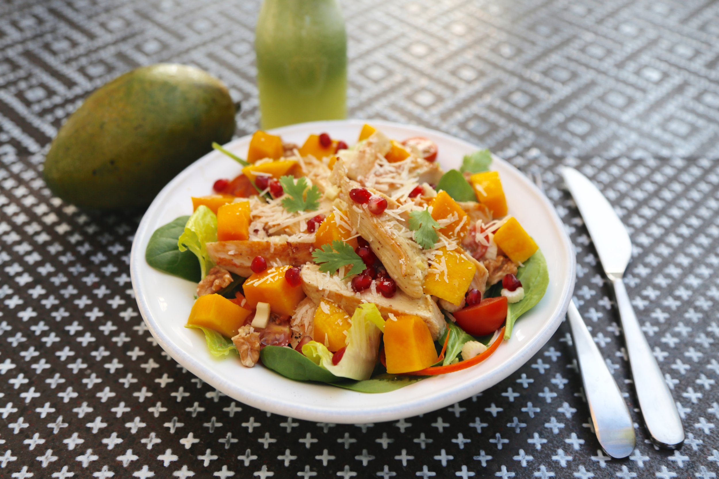 Grilled Chicken, mix leaves, cherry tomato, parsley, walnuts, mango, celery, pomegranate and parmesan cheese