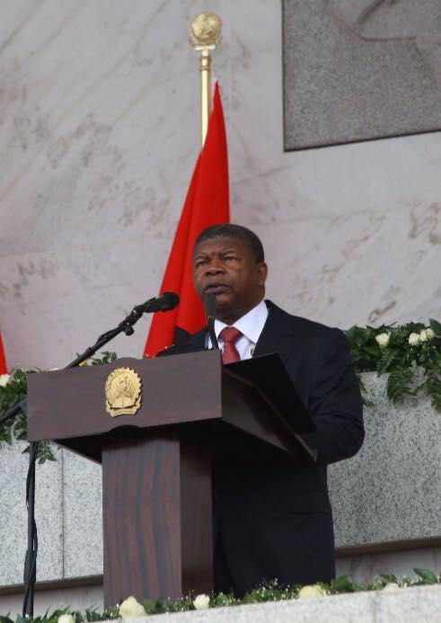 João Lourenço a fazer o seu primeiro discurso como Presidente da República;ica de Angola. Fonte:  Facebook