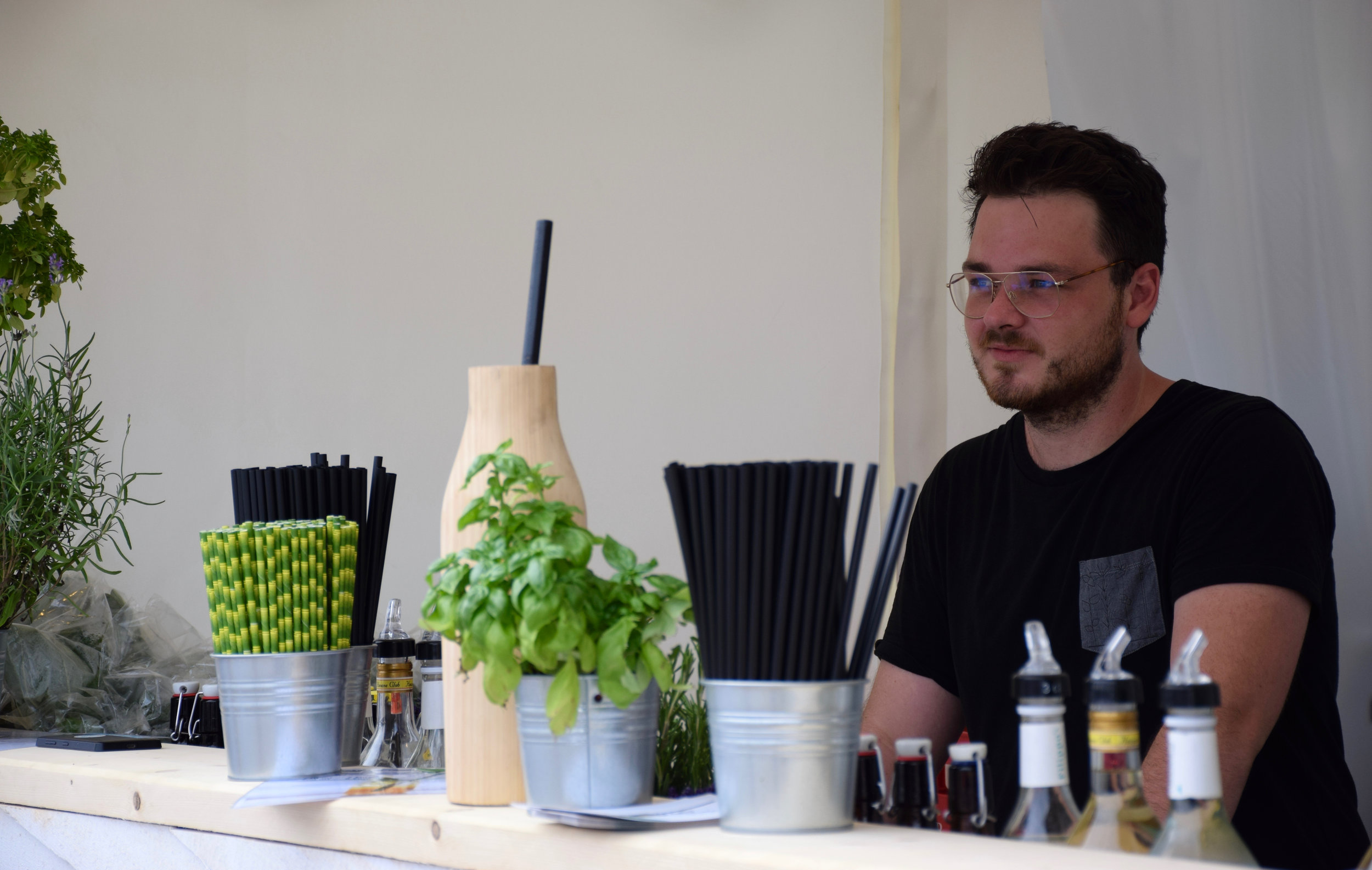 Marvin - 25 Jahre, studiert in Wien Kultur- und Sozialanthropologie. Leidenschaftlicher Koch, unzählige Ideen und immer wieder neue Rezepte für wahnsinnige Sirups.