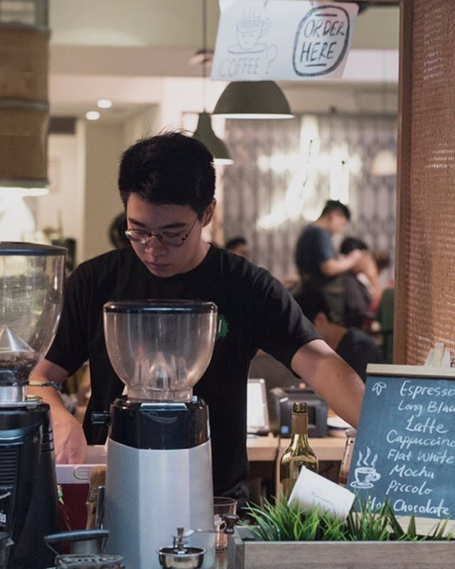 Looking for passionate people to provide hospitality and pull espresso shots! We're hiring both front-of-house members and baristas! Email us your resume or drop us a DM, and we'll take it from there 😉