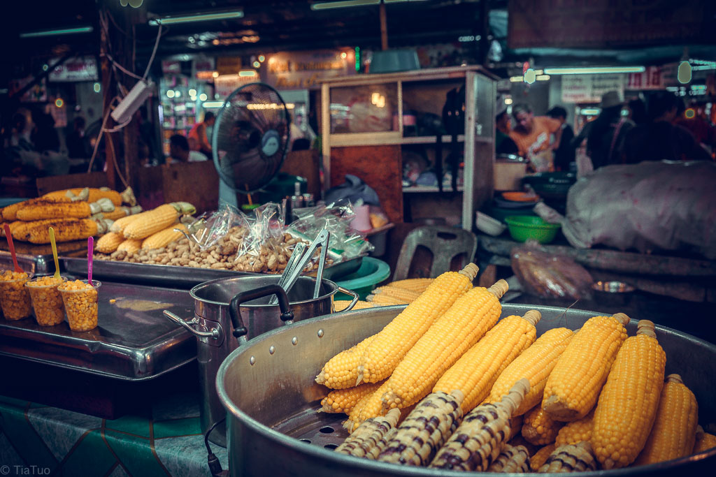 Fresh sweet corn in snack size portions