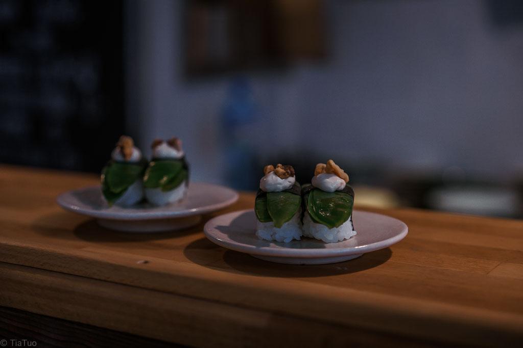 Sugar snap pea nigiri ready to be devoures