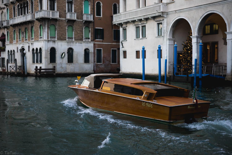 Venetian car
