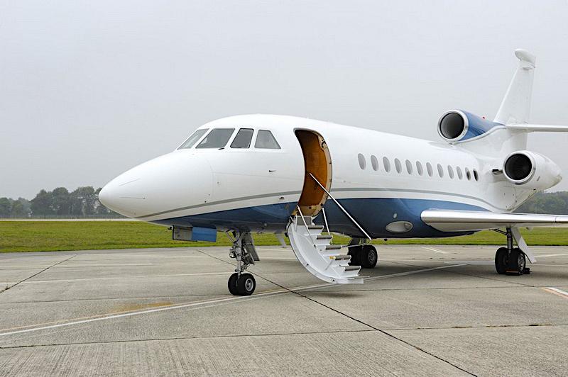 Falcon 900EX 75 01.jpg
