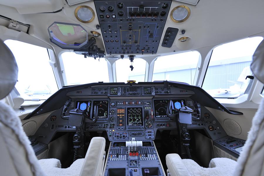 Falcon 900EX 75 03.jpg