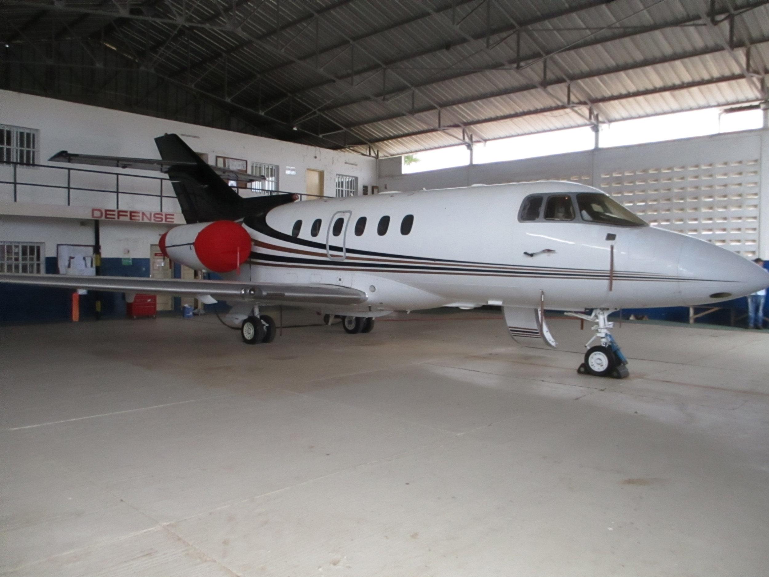 2003 Hawker 800XP Winglets 04.jpg