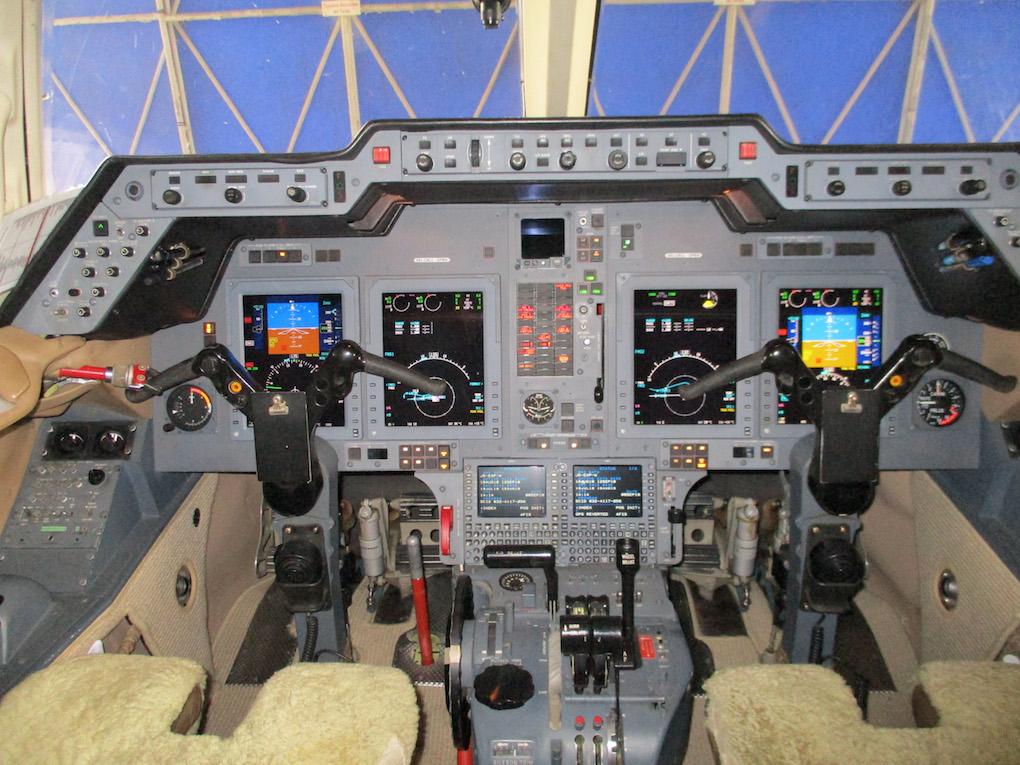 2003 Hawker 800XP Winglets 06.jpg