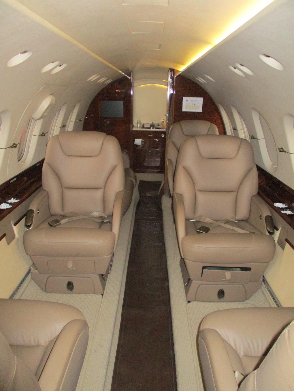 2003 Hawker 800XP Winglets 08.JPG