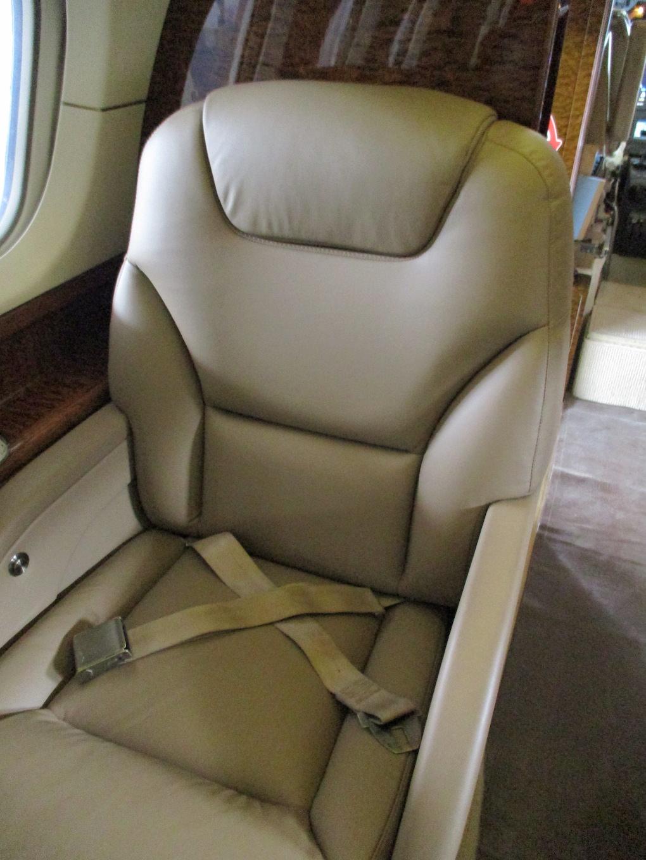 2003 Hawker 800XP Winglets 10.JPG