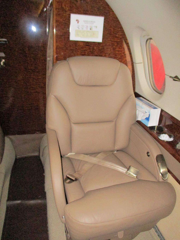 2003 Hawker 800XP Winglets 12.JPG