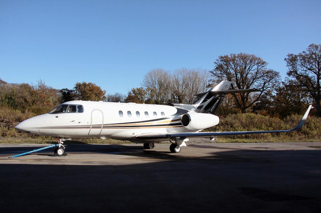 2003 Hawker 800XP Winglets 01.jpg