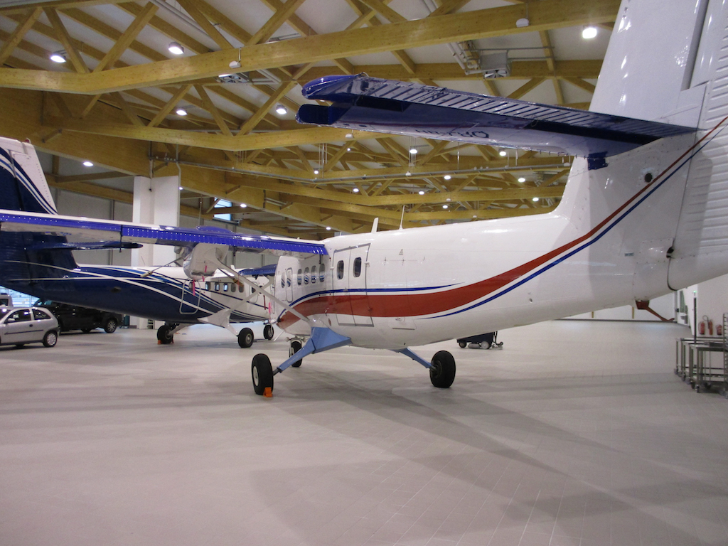 1980 De Havilland Twin Otter DHC-6-300 SN 696-3.JPG