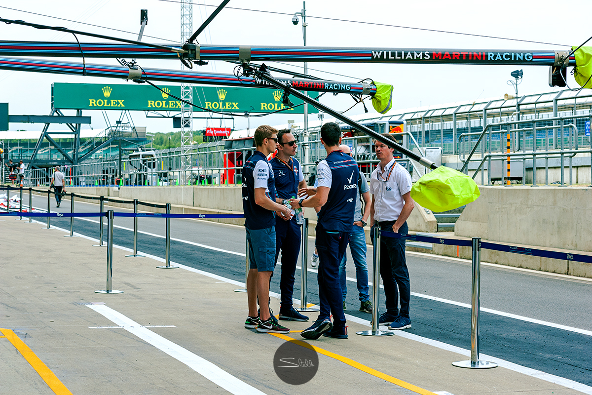 Sergey and his engineers chat in the pitlane