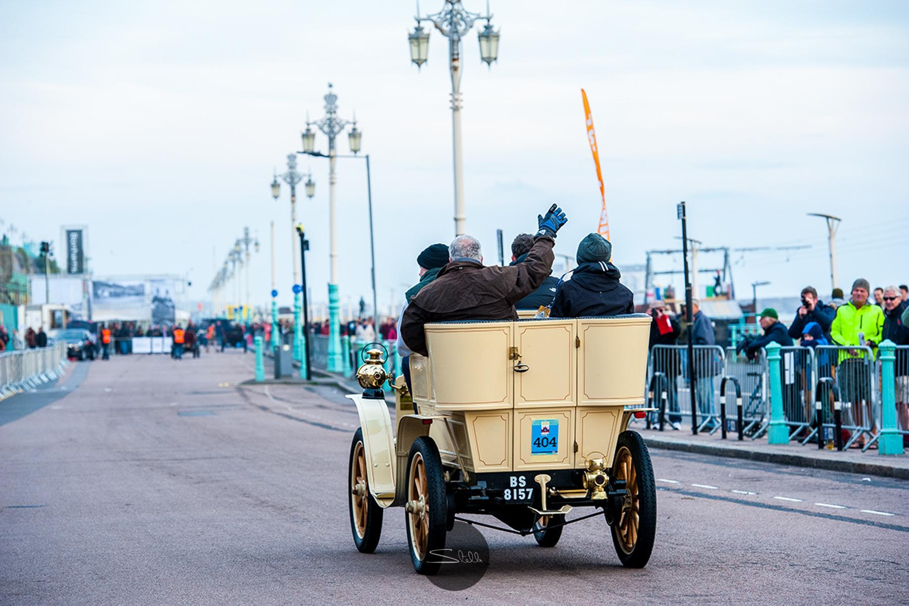 Graham Horder driving a 1903 Darracq 1 Cylinder 8 HP looking resplendent.
