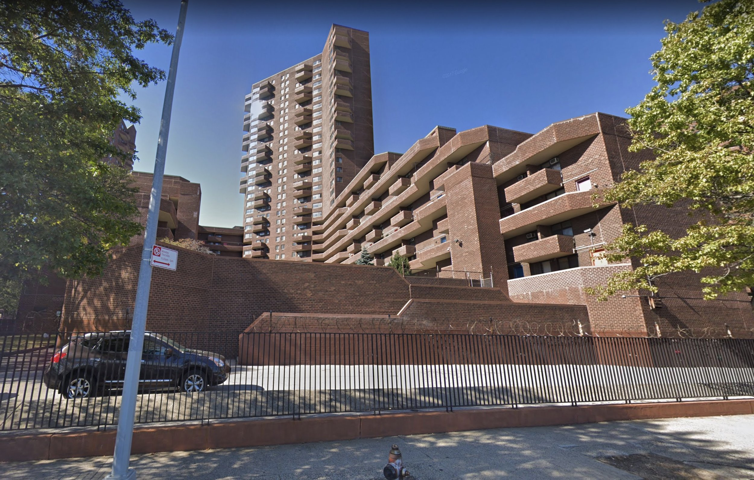 1199 Plaza from FDR Drive, showing elevated plaza