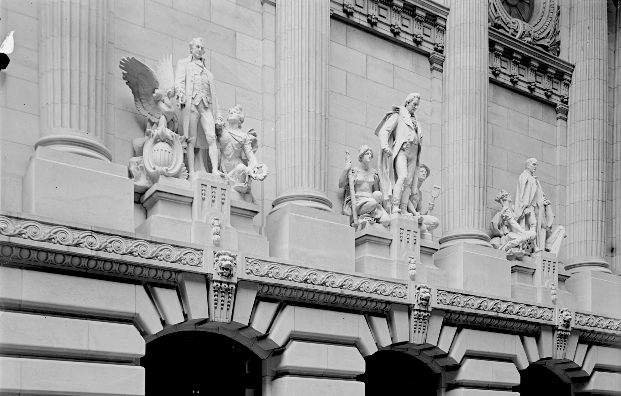 Three sculptures (John Jay, Alexander Hamilton and DeWitt Clinton) once adorned the front of the building