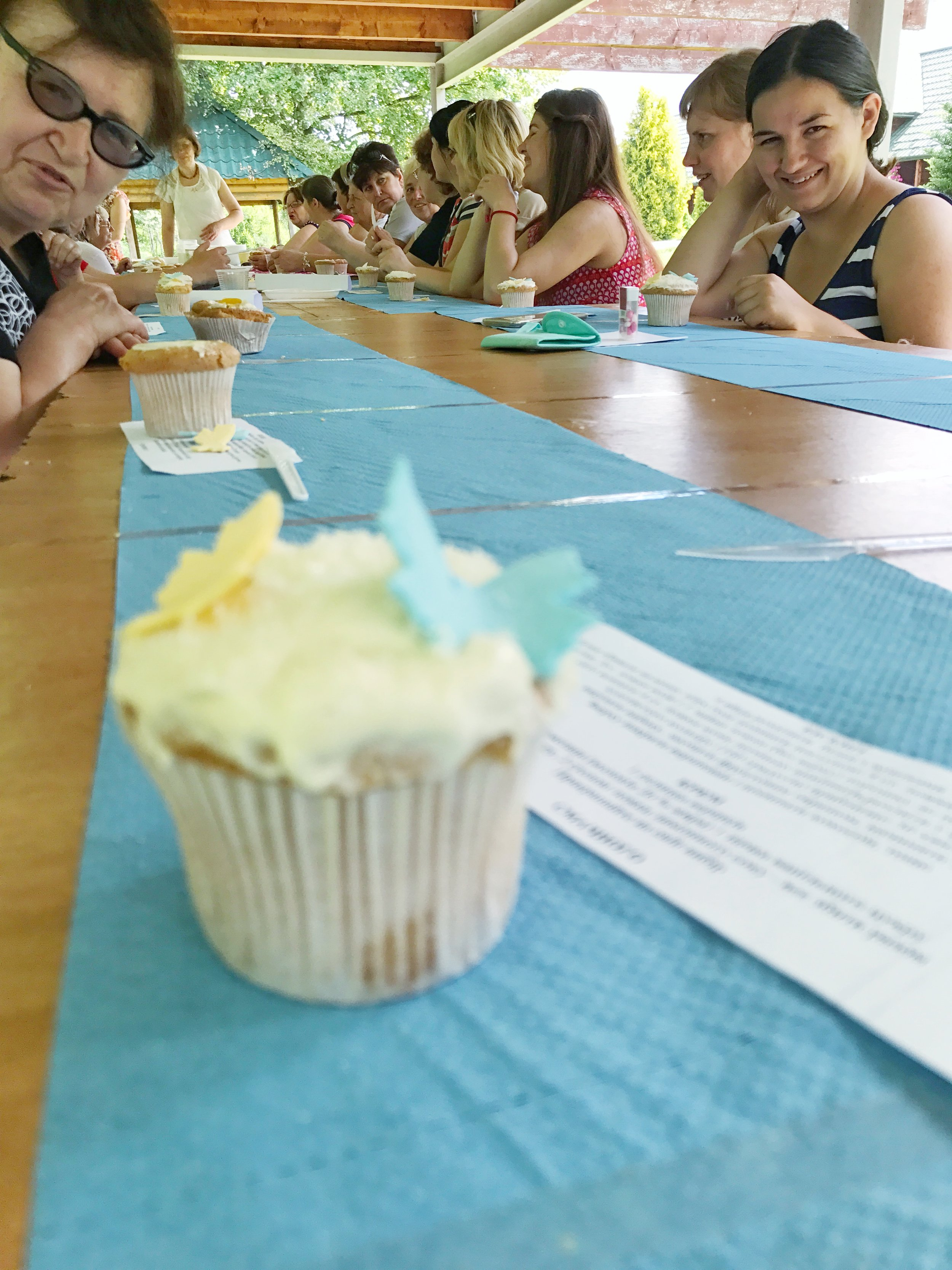 Learning to make pretty decorated cupcakes.....