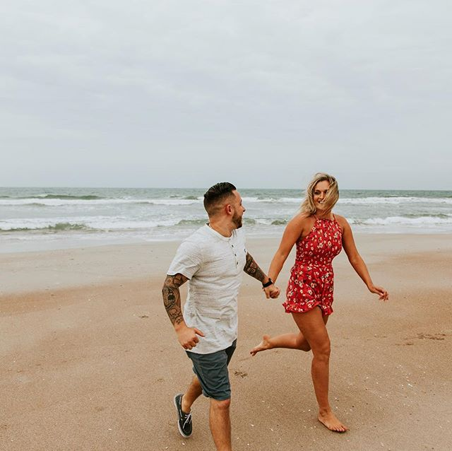 This engagement session is on my blog today! It was my last session in Saint Augustine before we moved and I am really missing the beach now! Go show them some love, link in bio! 💕