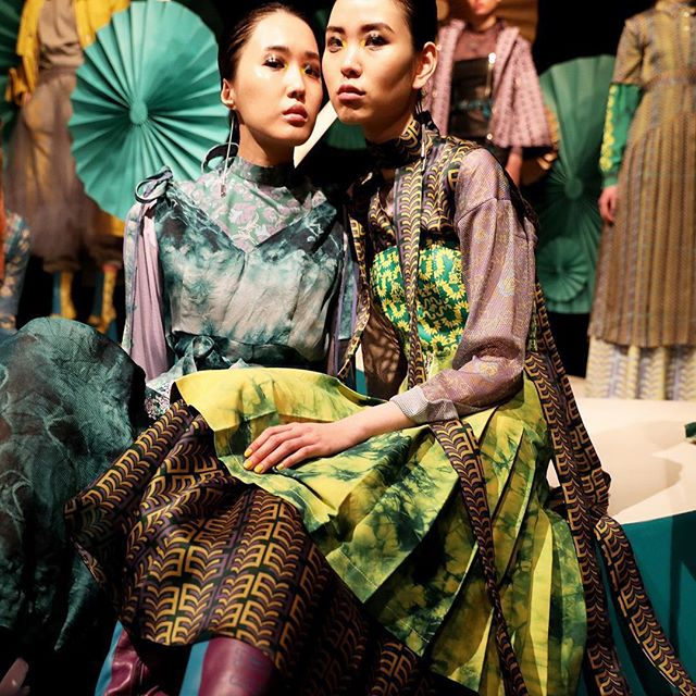 #fbf Beautiful presentation by @katieannmcguigan at #LondonFashionWeek! 💚💙 #AW19 Such a pleasure working as #backstage #producer for @sandracooke & her make up team 😘⚡️. . . . . #LFW #LFW19 #aboutlastweek #fashion #london #flashbackfriday #friday #makeup #beauty #makeup #thestrand #journo #runway #designer #fashiondesign #fun #vibes ✌🏼
