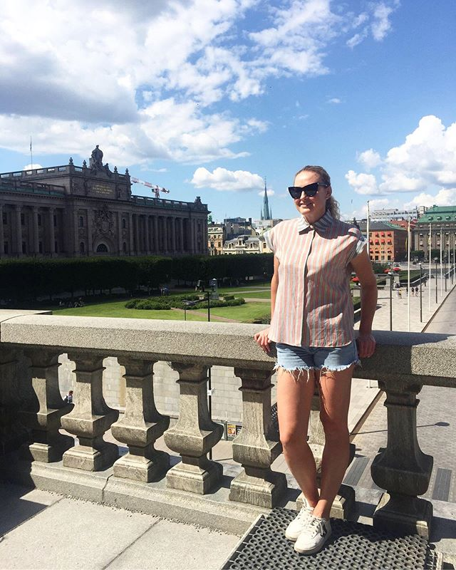 Stockholm tourist ✔️🇸🇪 | #sweden #weddingwarmup @gemmacobb 😘!! #summer #europe . . . #wedding #travel #artist #europeansummer #stockholm #royalpalace #palace #oldtown #tourist #friday