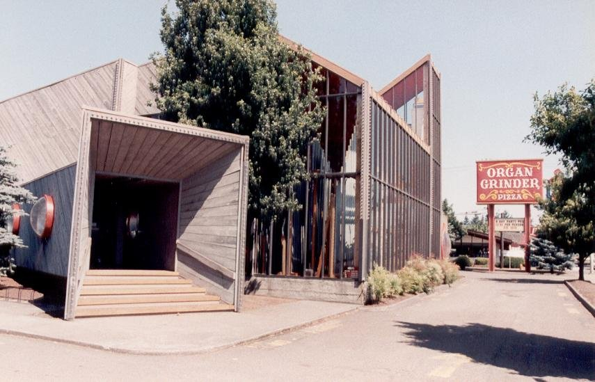 The Organ Grinder Pipe Organ Pizza Parlor in Portland - via Puget Sound Theatre Organ Society