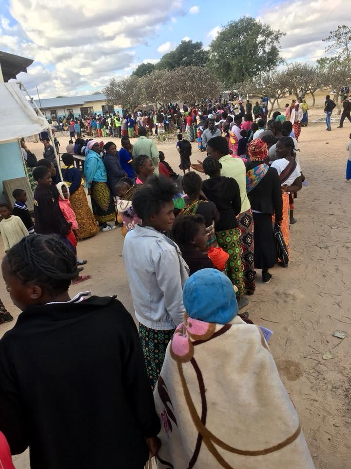 Long medical line at Chuundwe.jpg