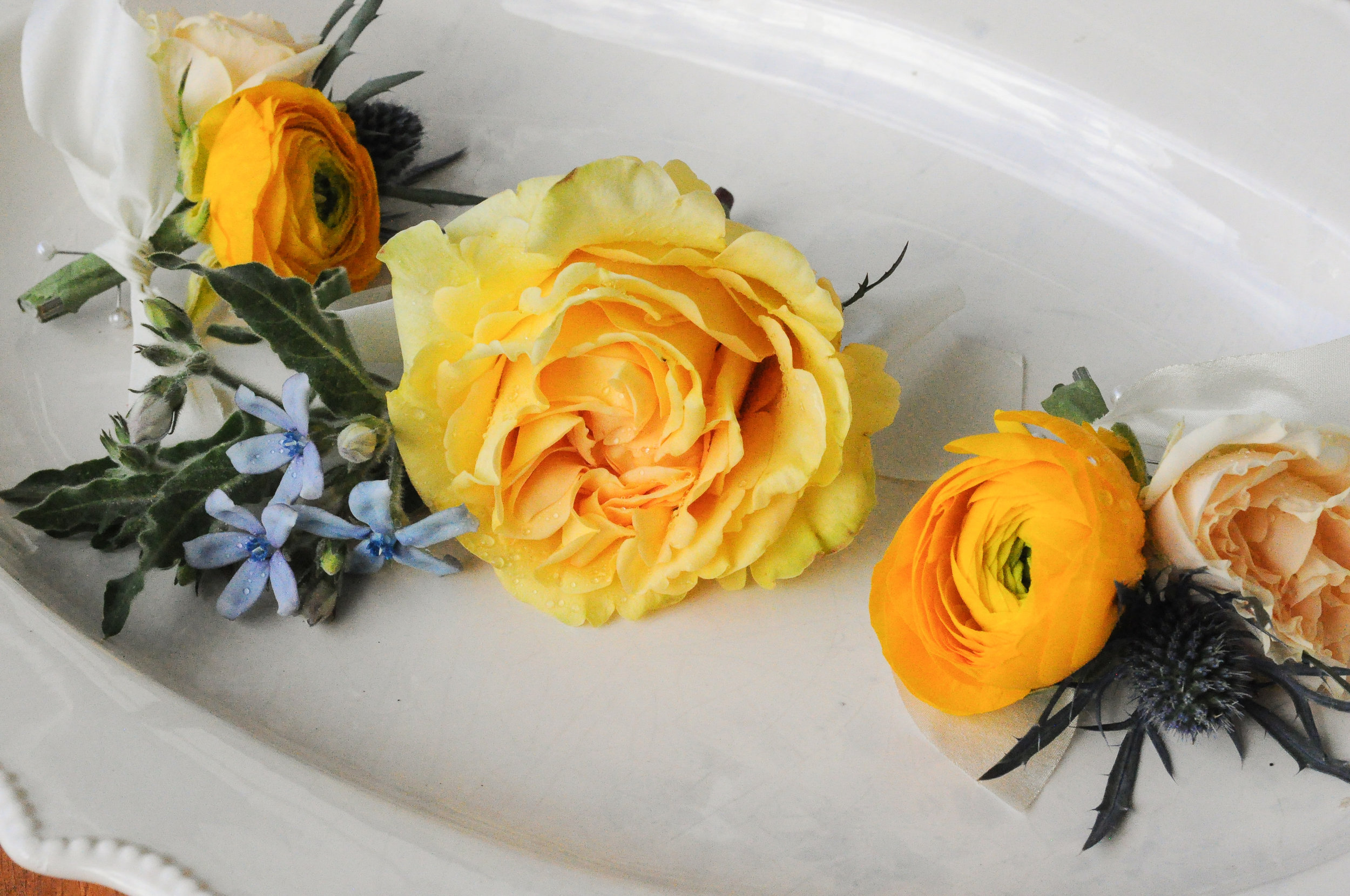 These cute little bouts were similarly made of thistle, ranunculus and roses.